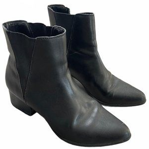 URBAN OUTFITTERS Pola Leather Black Chelsea Boot 9